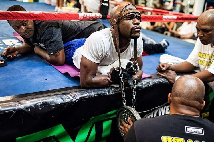 floyd-mayweather-neck-weight-Workout